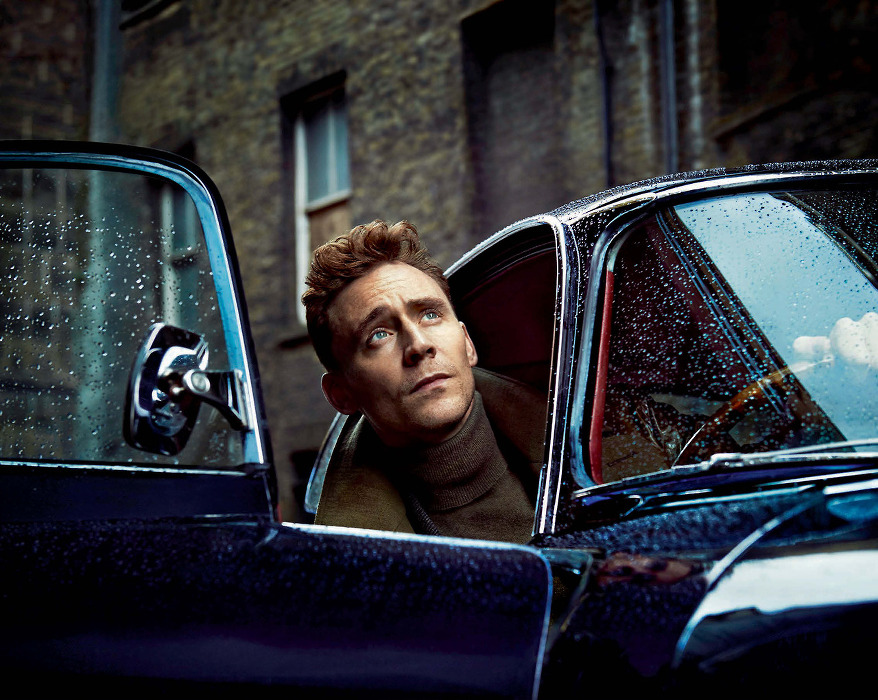 Tom Hiddleston-Standard1