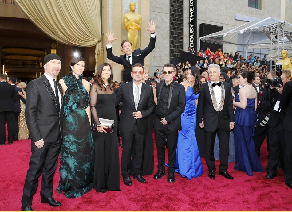 Benedict Cumberbatch-Oscars-Photobomb-U2
