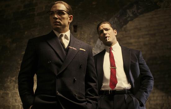Hauptdarsteller Tom Hardy in seiner Doppelrolle als Reggie und Ron Kray