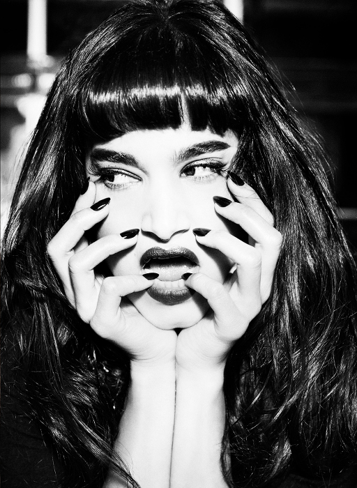 Sofia Boutella - Iris Cover Book1